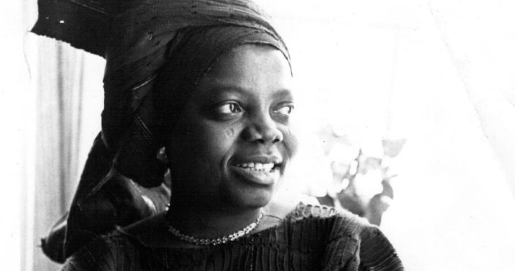 Buchi Emecheta, autora nigeriana que escreveu As Alegrias da Maternidade.