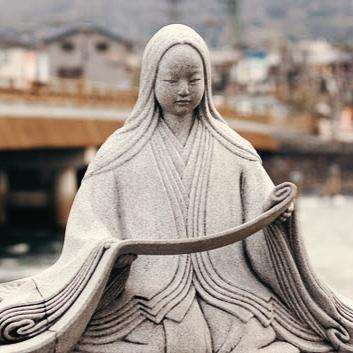 Estátua em homenagem a Murasaki Shikibu