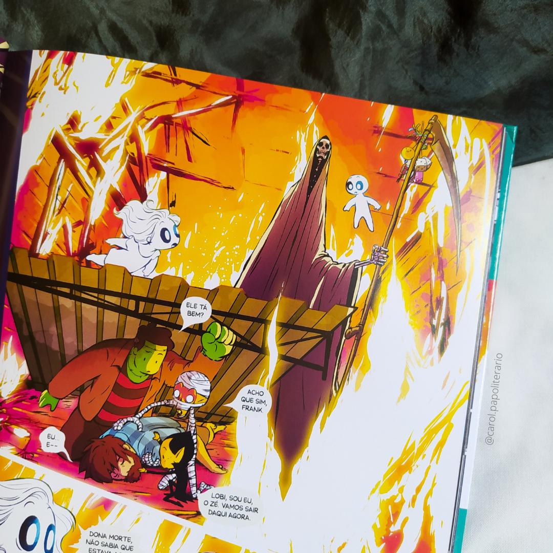 Trecho da Graphic Novel Penadinho Lar, em que a turma do Penadinho está dentro de um prédio em chamas, com o Lobi, na forma humana, desacordado. Frank protege o Lobi com um pedaço de telha.